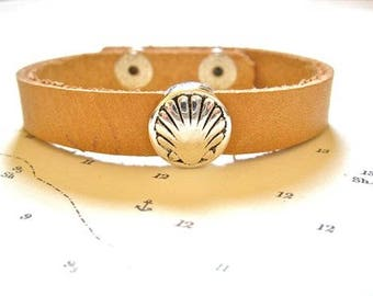 Camino bracelet - leather with scallop shell charm