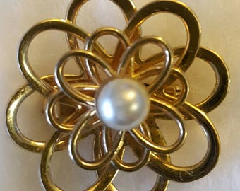Circle Brooch with Pearl