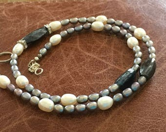 Gray and white cultured pearl necklace