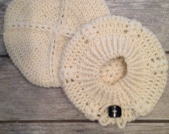 Cream crochet beret with accent button