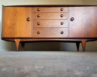 Mid Century Modern Buffet / Credenza / Sideboard / Dresser