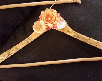 Customized wooden bridesmaid hangers with paper flowers (WEDDING COLLECTION)