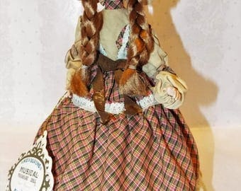 VINTAGE Revolvine Musical Treasure Doll by Kelvin. Country Classics Bobbie TD-I020