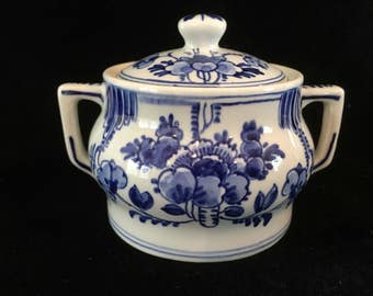 1930s Lovely Delftware, Delft blue, lidded sugar bowl, Dutch Blue, Collectible, Signed
