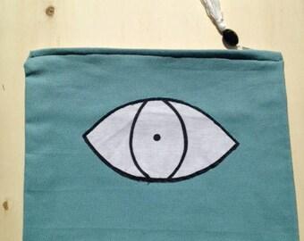 White Eye Pochette