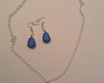 Blue tear drop necklace and earring set