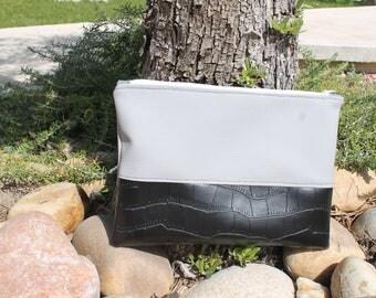 black and grey 27x19cm imitation leather handbag