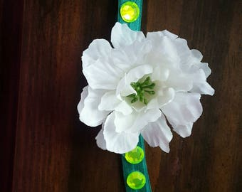 Green and white flower headband