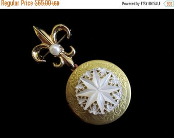 ON SALE The Pearl Snowflake - Bridal Bouquet Locket
