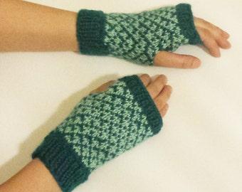 Knit Fingerless Mittens (Diamond Patterned) - Green