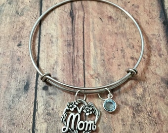 Mom heart bangle with birthstone- mom jewelry, heart charm bracelet, Mother's Day jewelry, gift for mom, mother jewelry, heart bangle