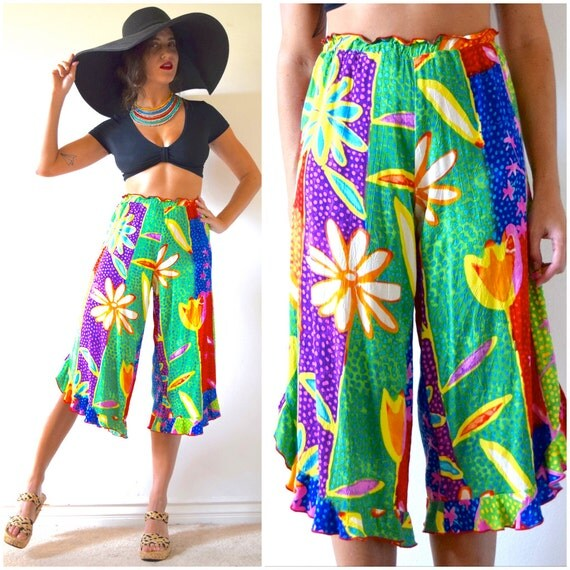 Vintage 90s JAMS WORLD High Waisted BOLD Multicolor Floral Print Cropped Ruffled Culottes (size xs, small)