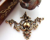 ANTIQUE BRASS * Regal Medieval Ornate Corner Stampings ~ Jewelry Ornament Findings (C-1103)