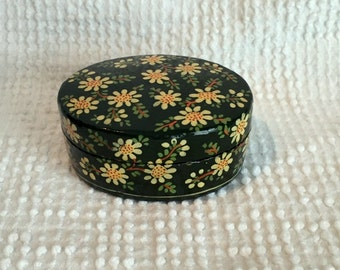 Small Oval Vintage Box Handmade and Handpainted with Daisies - perfect for jewelry, a small gift or home decor