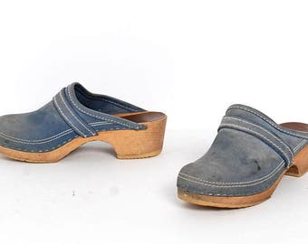 size 7 CLOGS blue leather 80s 90s DENIM slip on mules WOODEN heel