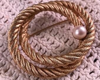 Vintage Ladies' Goldtone Roper and Pearl Lapel Pin/Broach