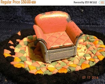 Vintage 1930's Die Cast Iron Tootsie Chair, Mute Pink & Teal Lounge Chair, Primitive Doll House Furniture, Metal Doll Chair