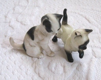 cat figurine . black and white cat figurine . 2 cat figurine . siamese cat