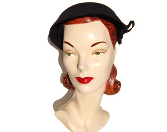 Vintage 40s Hat Art Deco Navy Blue Wool Felt Ladies Cap Sz 22