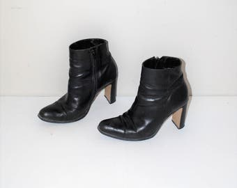 black leather pointy toe booties 90s vintage minimalist pointed toe platform ankle boots size 8