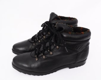 women's size 7.5 // 90's black leather ankle boots // vintage lace up // plaid fleece lined // by COUGAR made in Canada