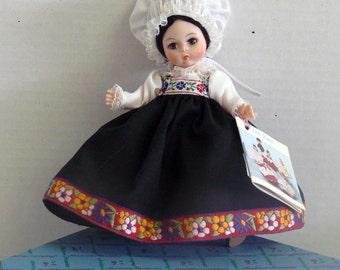 Madame Alexander Doll - Friends from  NORWAY - 1978 - Original Box