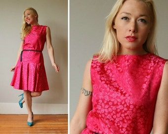 ON SALE 1960s Fuschia Bow Dress~Size Small to Medium