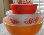 Friendship Pyrex Set of 4 Mixing Bowls