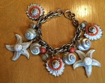 Vintage 50s 60s Charm Bracelet with Starfish Real Shells and Coral Details