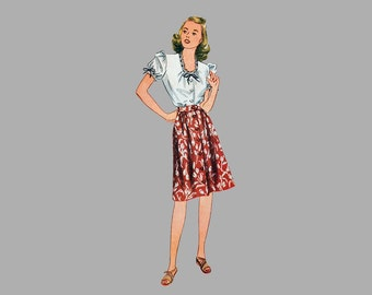1944 Shorts, Skirt, Blouse and Jumper pattern, Simplicity 4981, Size 14, Bust 32, Front button blouse and skirt and shorts, Front pleats