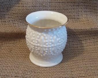 Lenox Small White Vase with Gold Trim - Daisy Flower Design