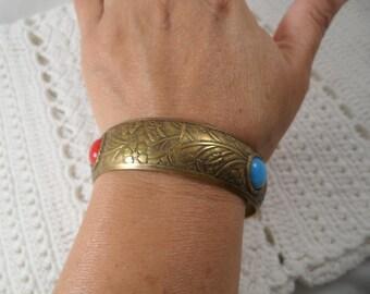 Vintage Brass Tone Decorate Bangle Bracelet