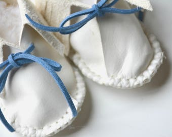 Leather baby moccasins - Personalized Baby Mocassins - baby booties - newborn gift - leather booties - baby slippers - baby shower gift