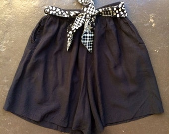 30% off SPRING SALE The Vintage Black & White Tie Shorts