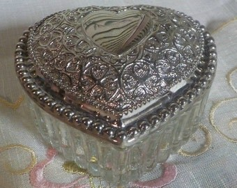 Shabby AND cHIC - Pretty Heart Shaped Trinket Box - Glass and Silver Plated - Vintage - 1950 Era