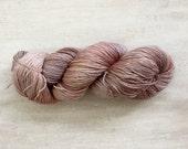 Zijde, wol en ramee mengen garen / draad voor breien en crochetting / fabriek geverfd garen met meekrap / EcoTextileStudio ayumi / garens van zacht roze