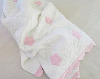 1930s ROSE applique cutter quilt, vintage quilts, antique quilt, cutter quilts, cottage chic, farmhouse bedcover, romantic blanket, crafts