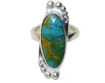 Turquoise ring in size 6.5 in sterling silver with bubble accents