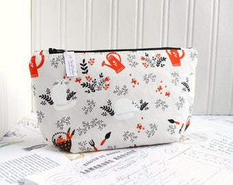 Cute Gardening Cosmetic Bag Makeup Bag Watering Can Sleeping Cat Zipper Pouch Organizer Modern Print