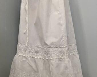Vintage Edwardian embroidered cotton petticoat skirt. Drawstring waist. Beautiful needlework. Wedding petticoat. Small to large.