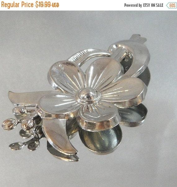 ON SALE Vintage Flower Brooch. Silver. Modernist. Blossom.
