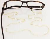 Pearl & Chain Glasses Holder || White