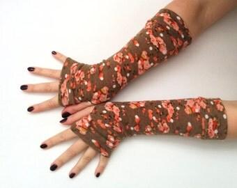 Fingerless  gloves Gentle pink flowers of autumn