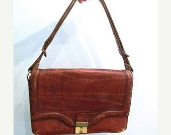 20% OFF SALE vintage. 70s Vintage Worn Leather Purse // Classic 70s RETRO Bag