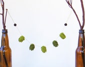 Beer hops miniature garland, craft beer decor, beer lover gift, wool ornament, spring decor