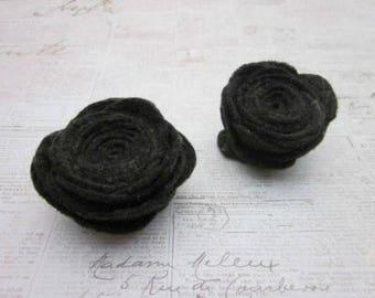 Black Flower Pins -- Black Flower Brooch -- Black Felt Pins -- Black Felt Brooch -- Black Felt Pin Accessory -- Felt Pins -- Felt Flowers