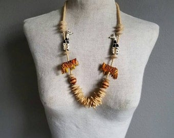 Vintage WOODEN Beaded SAFARI Animal Necklace 80s Style