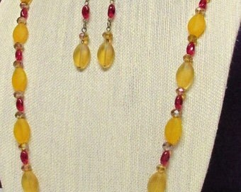 "32"" Red and Honey Necklace Set"