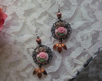 The single rose dangle vintage earrings