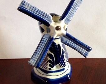 """Vintage Delft Blue Holland Windmill Spins Around & Around 7 1/2"""" Tall Mint"""